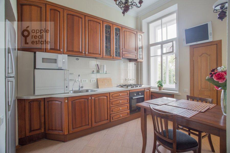Кухня в 5-комнатной квартире по адресу Скатертный пер. 22