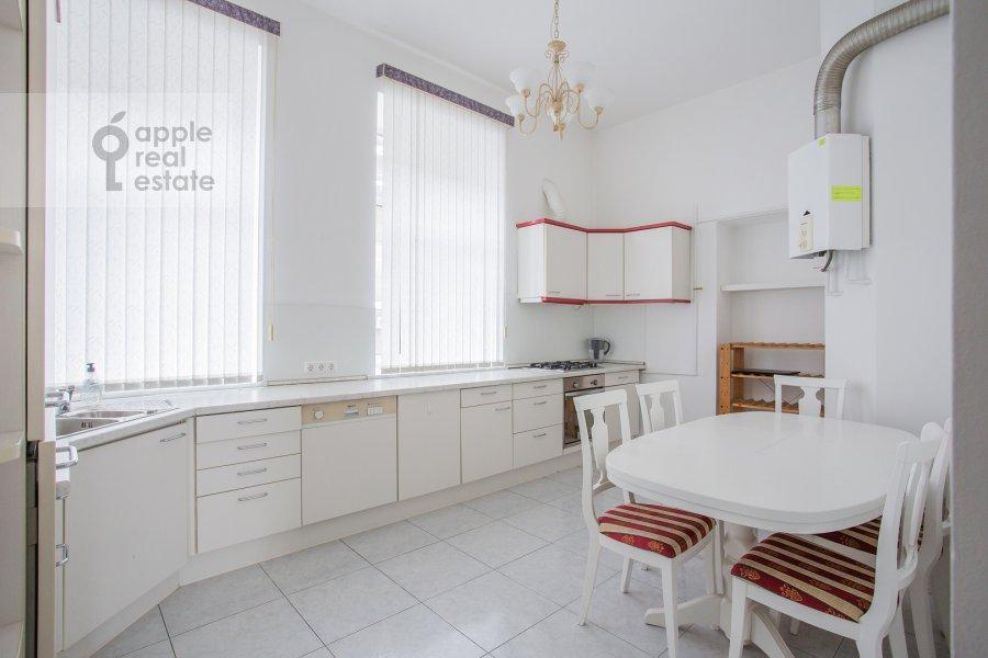 Kitchen of the 5-room apartment at Znamenka ul. 13s1