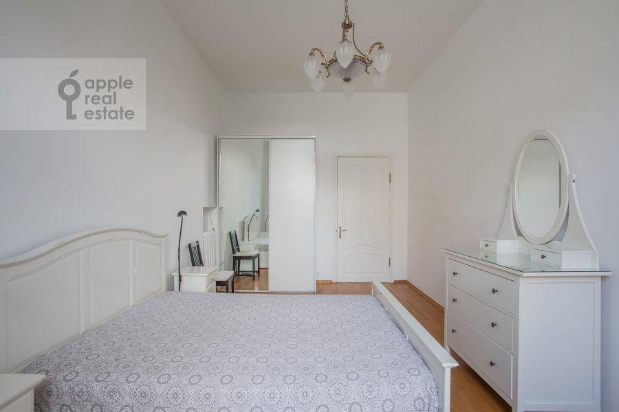 Bedroom of the 5-room apartment at Znamenka ul. 13s1