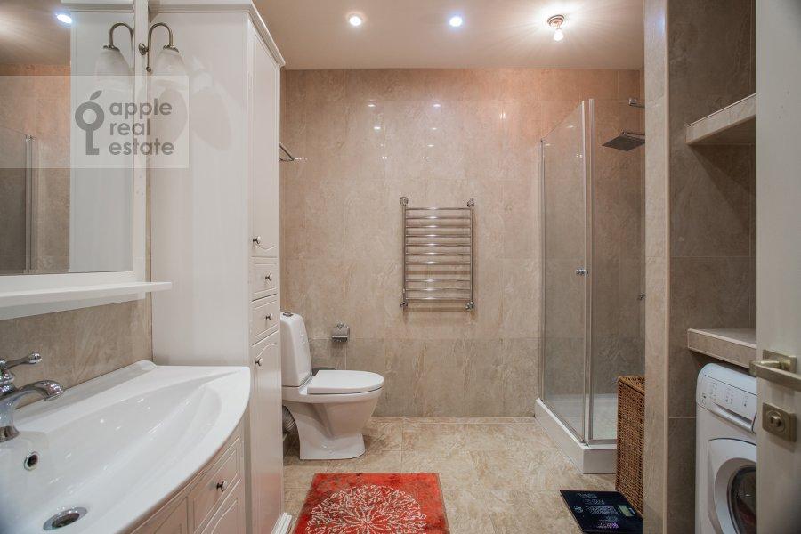 Bathroom of the 3-room apartment at Arbat 51s1