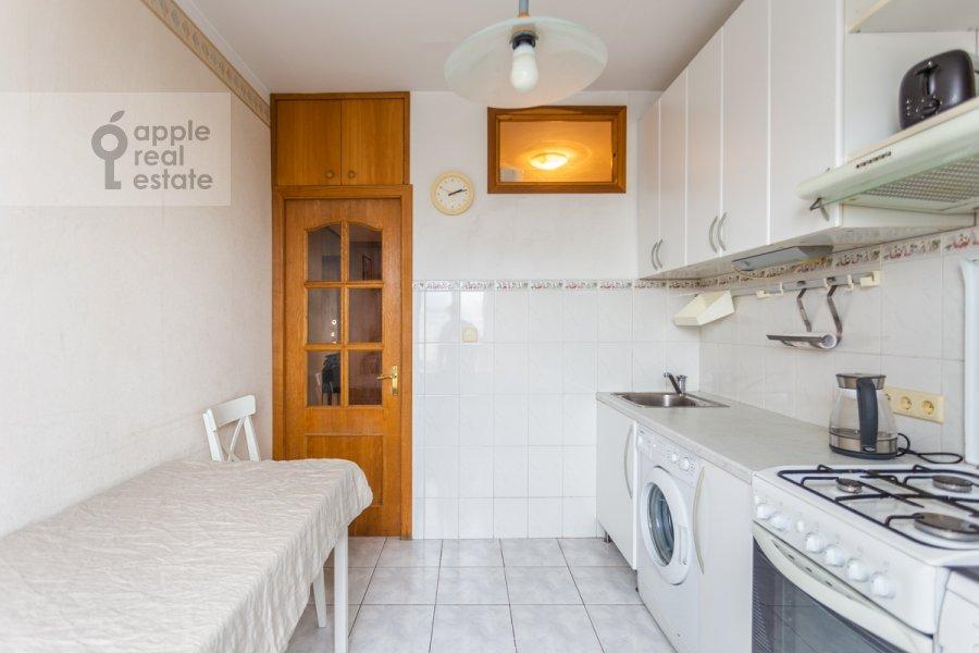 Кухня в 2-комнатной квартире по адресу Смоленская ул. 10
