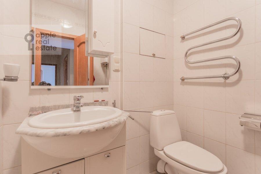 Санузел в 2-комнатной квартире по адресу Смоленская ул. 10