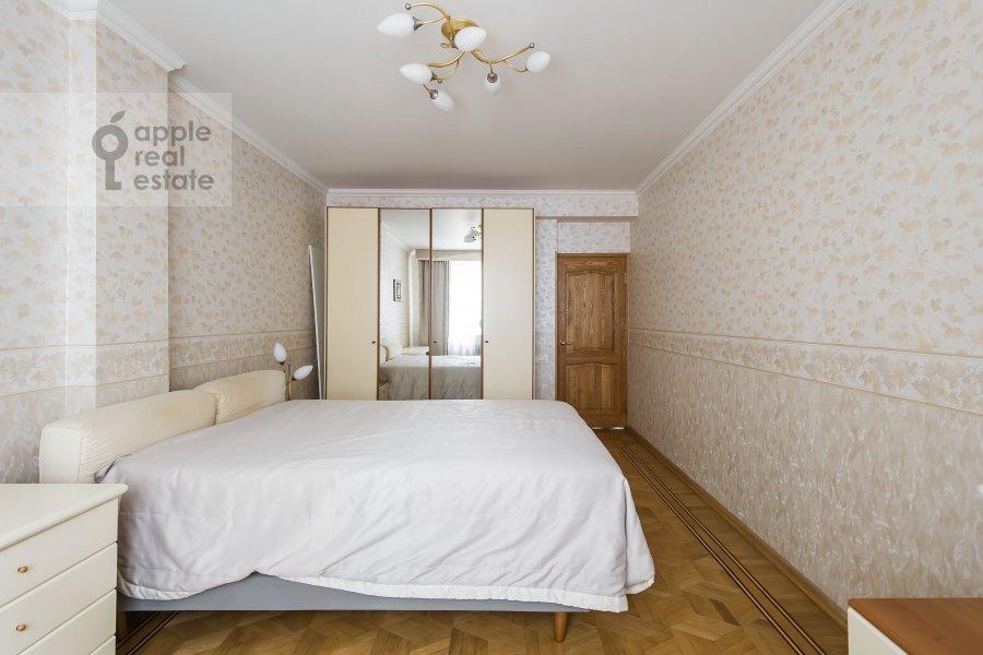 Спальня в 4-комнатной квартире по адресу Зоологическая ул. 2