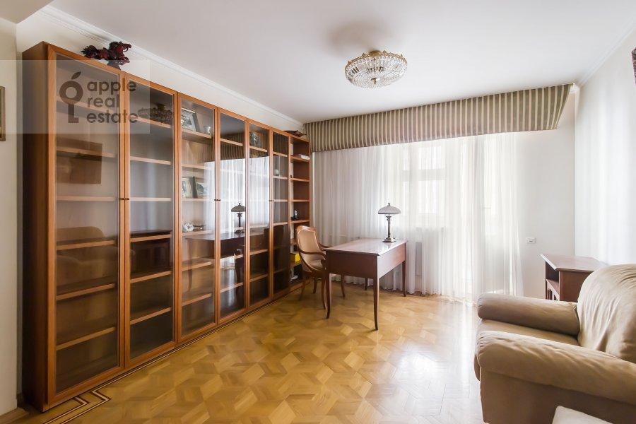 Детская комната / Кабинет в 4-комнатной квартире по адресу Зоологическая ул. 2