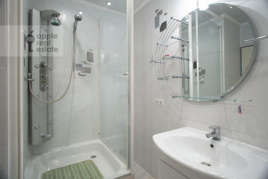 Bathroom of the 5-room apartment at Sergeya Makeeva 1