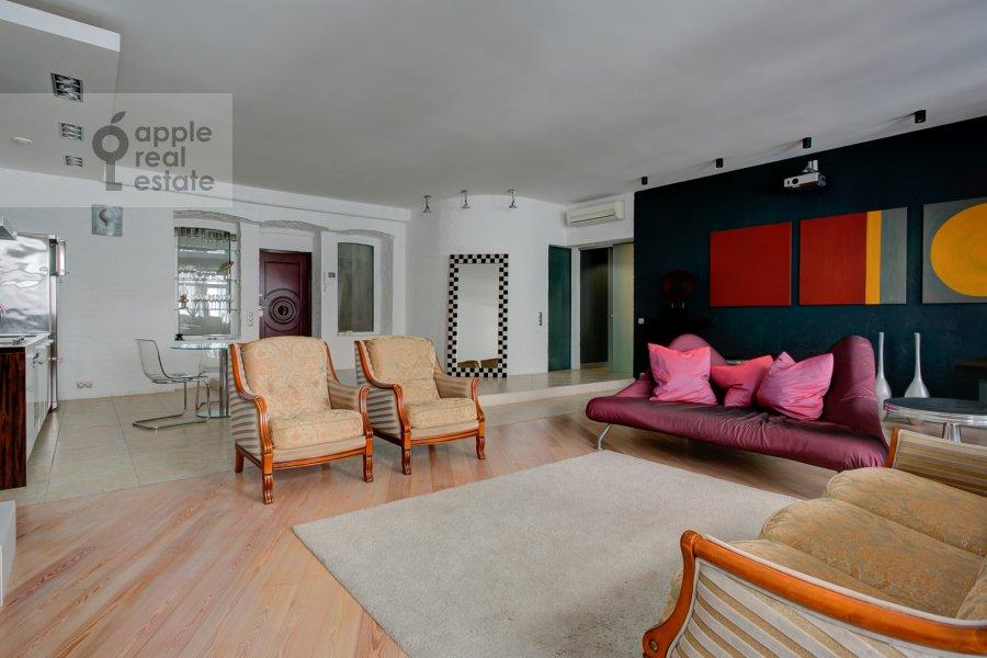 Гостиная в 2-комнатной квартире по адресу Староконюшенный переулок 33