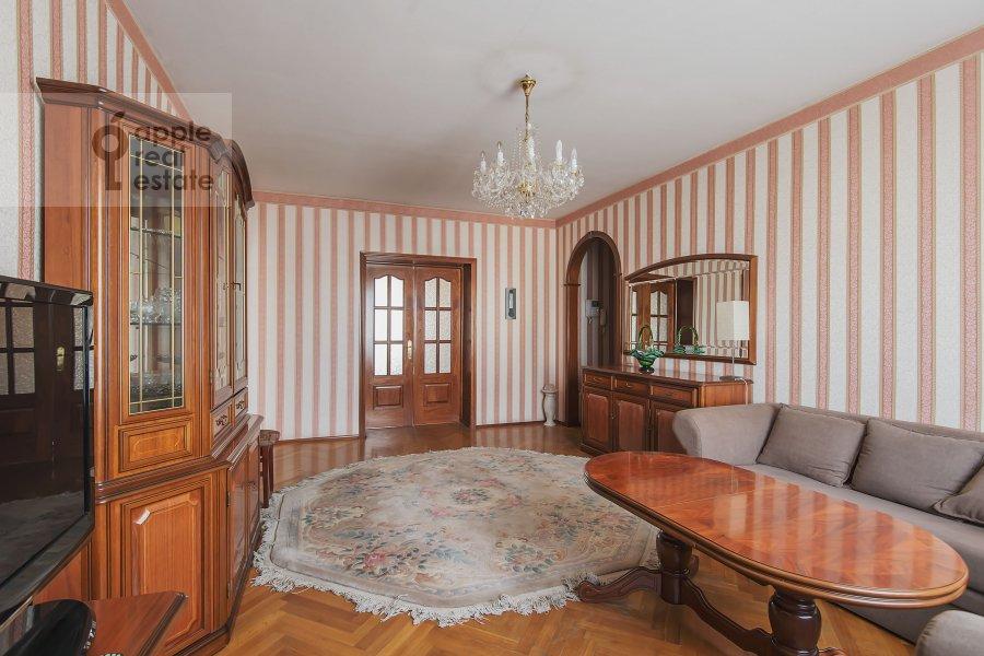 Гостиная в 4-комнатной квартире по адресу Лесная ул. 45