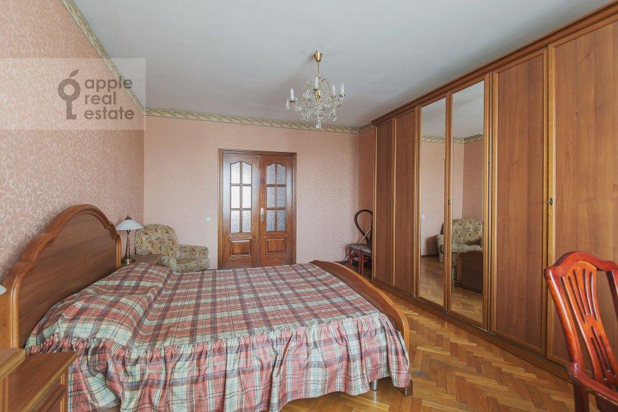 Спальня в 4-комнатной квартире по адресу Лесная ул. 45