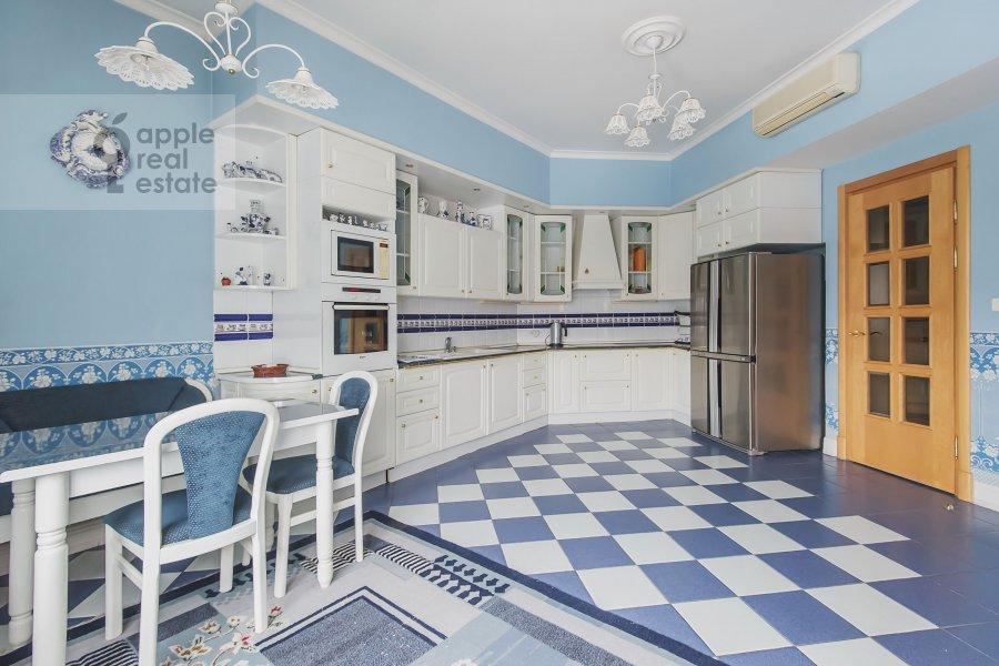 Кухня в 5-комнатной квартире по адресу Минская ул. 1А