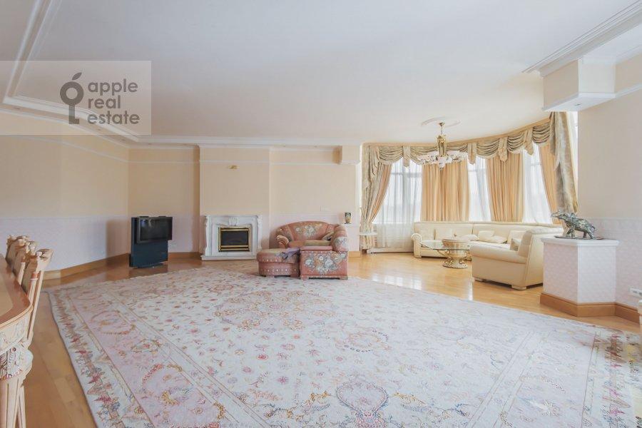 Гостиная в 5-комнатной квартире по адресу Минская ул. 1А
