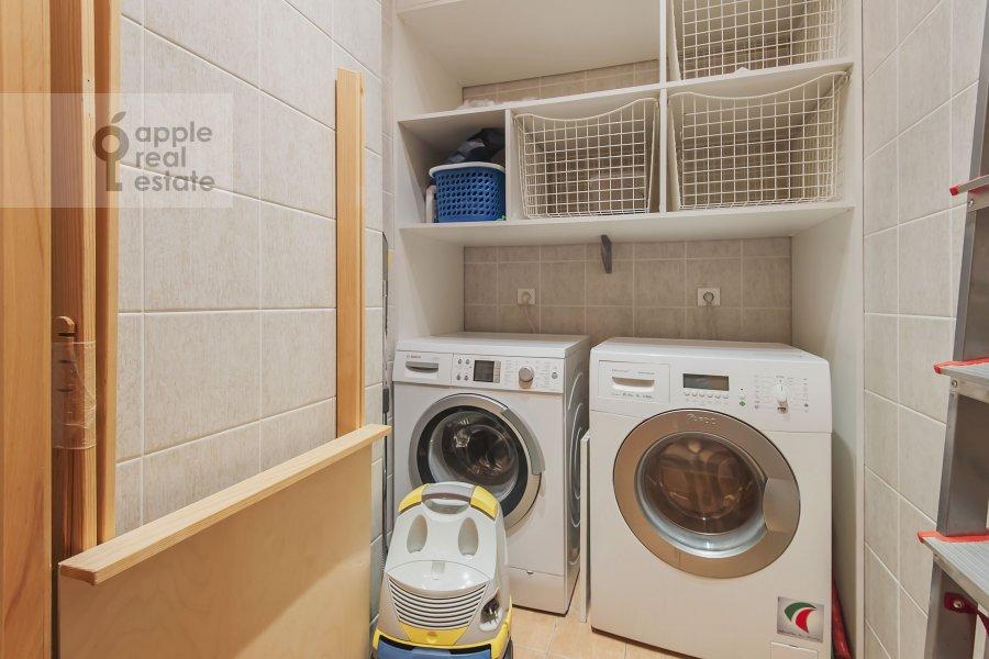 Гардеробная комната / Постирочная комната / Кладовая комната в 5-комнатной квартире по адресу Минская ул. 1А