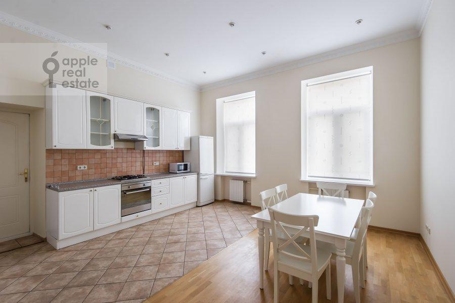 Кухня в 5-комнатной квартире по адресу Тверская ул. 6с6