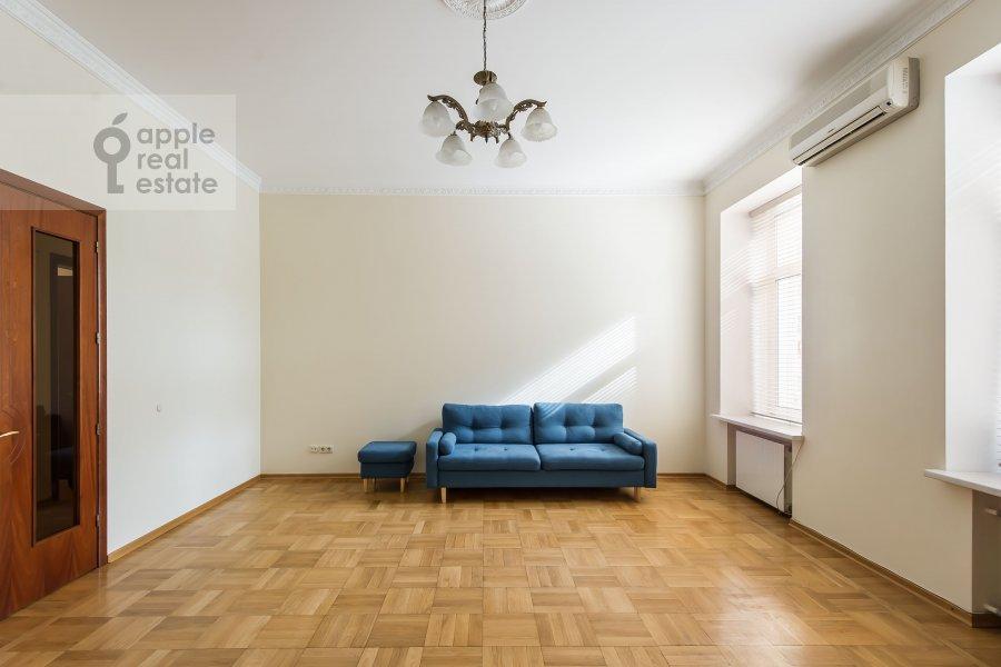 Гостиная в 5-комнатной квартире по адресу Тверская ул. 6с6