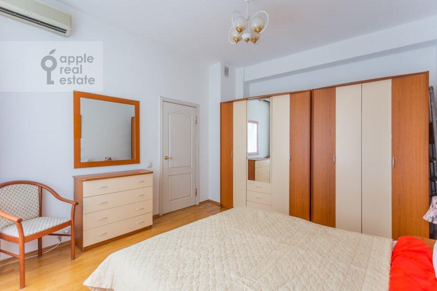Bedroom of the 3-room apartment at Tverskaya ulitsa 6s3
