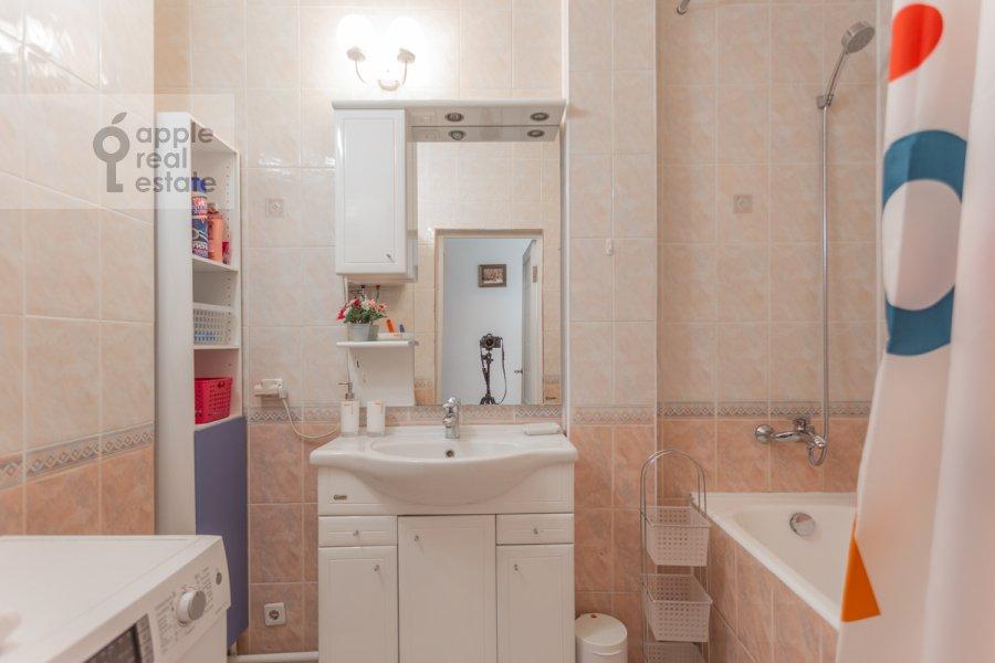 Bathroom of the 3-room apartment at Tverskaya ulitsa 6s3