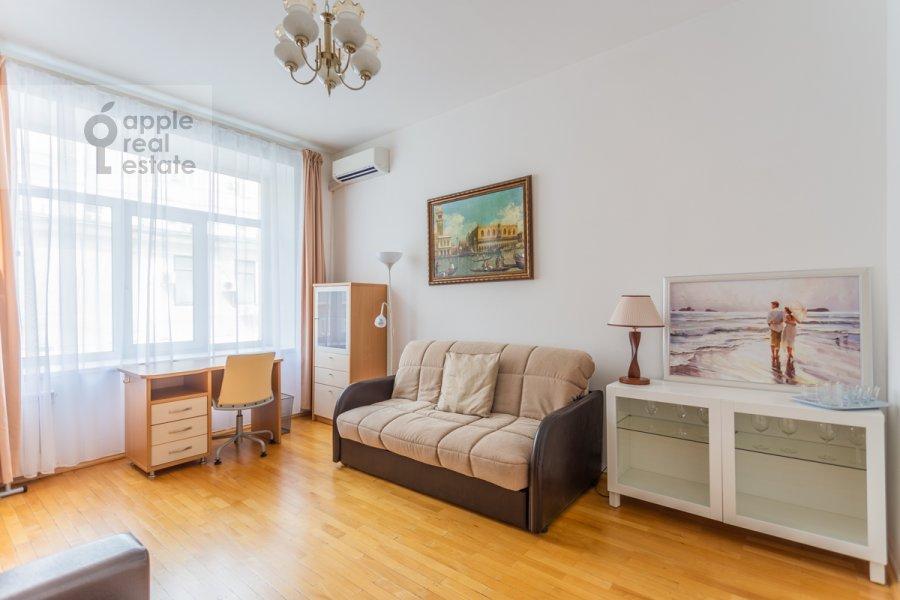Children's room / Cabinet of the 3-room apartment at Tverskaya ulitsa 6s3