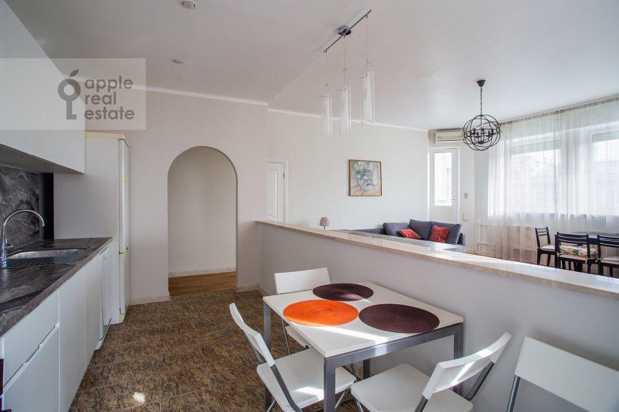 Кухня в 3-комнатной квартире по адресу Николопесковский Малый пер. 4
