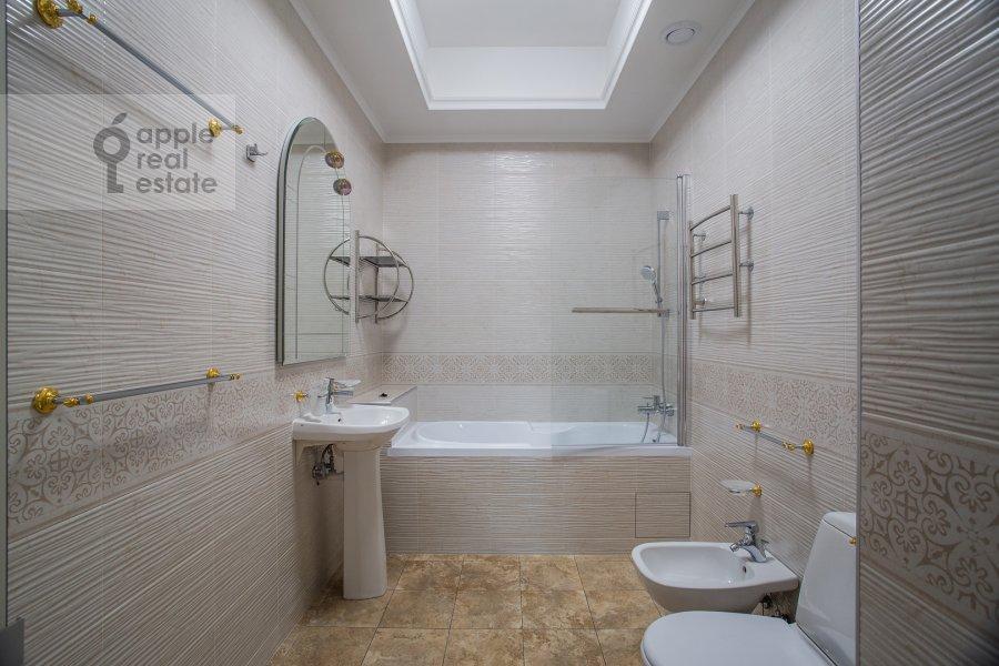 Санузел в 3-комнатной квартире по адресу Николопесковский Малый пер. 4