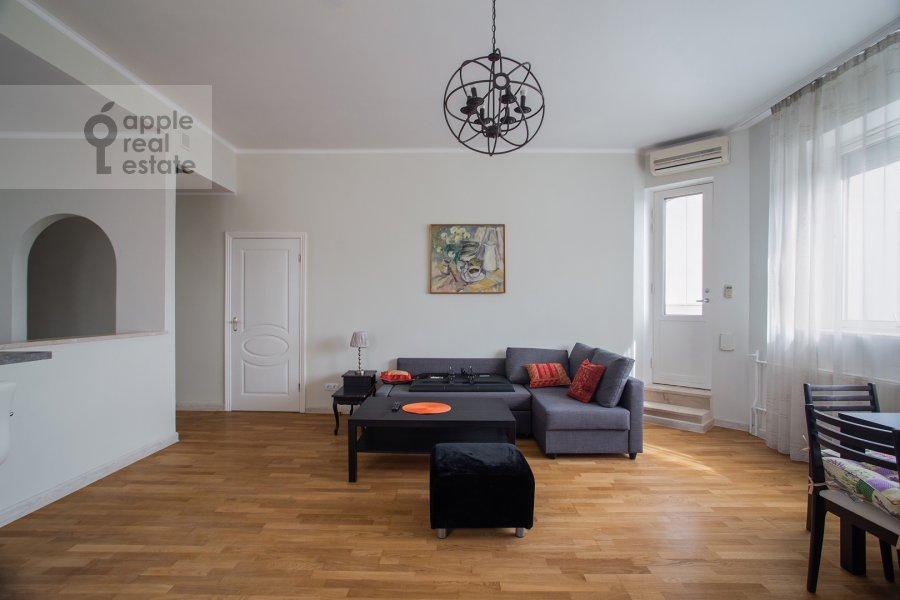 Гостиная в 3-комнатной квартире по адресу Николопесковский Малый пер. 4