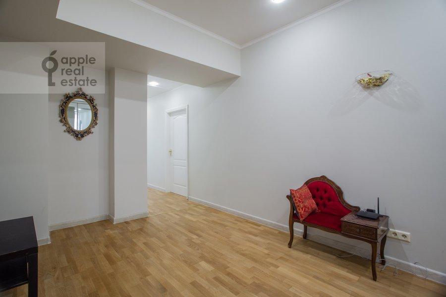 Коридор в 3-комнатной квартире по адресу Николопесковский Малый пер. 4