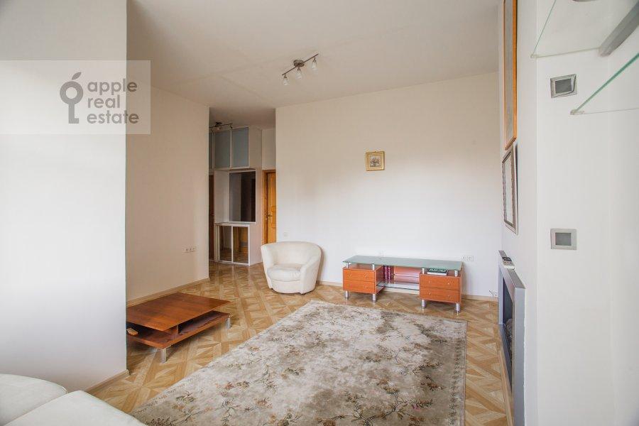 Living room of the 3-room apartment at Bronnaya Malaya ul. 13