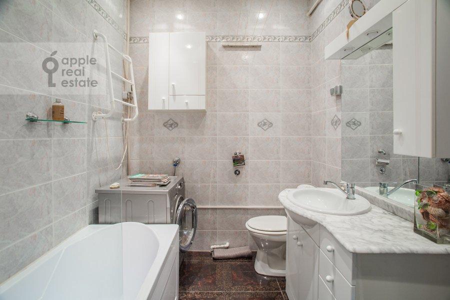Bathroom of the 3-room apartment at Bronnaya Malaya ul. 13