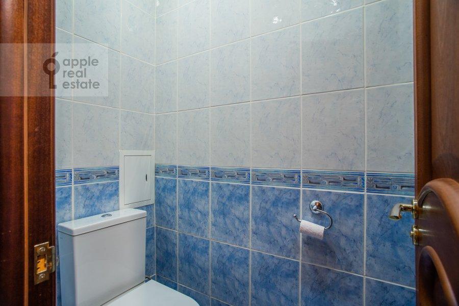Bathroom of the 4-room apartment at Nikitskiy bul'v. 17