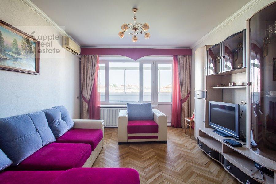Living room of the 4-room apartment at Nikitskiy bul'v. 17