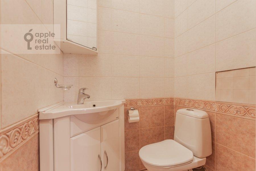 Bathroom of the 4-room apartment at Armyanskiy per. 7