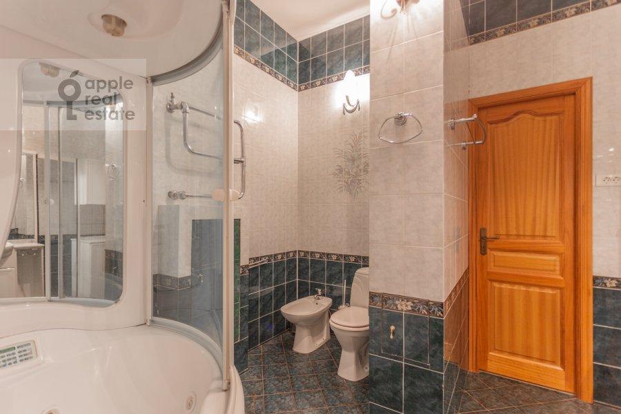 Санузел в 4-комнатной квартире по адресу Армянский пер. 7