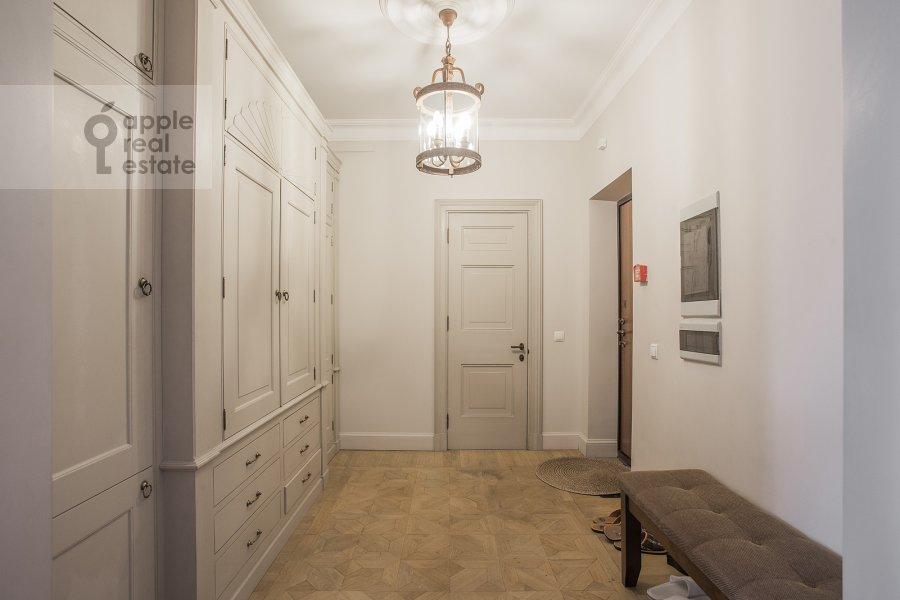 Коридор в 3-комнатной квартире по адресу Милютинский пер. 3