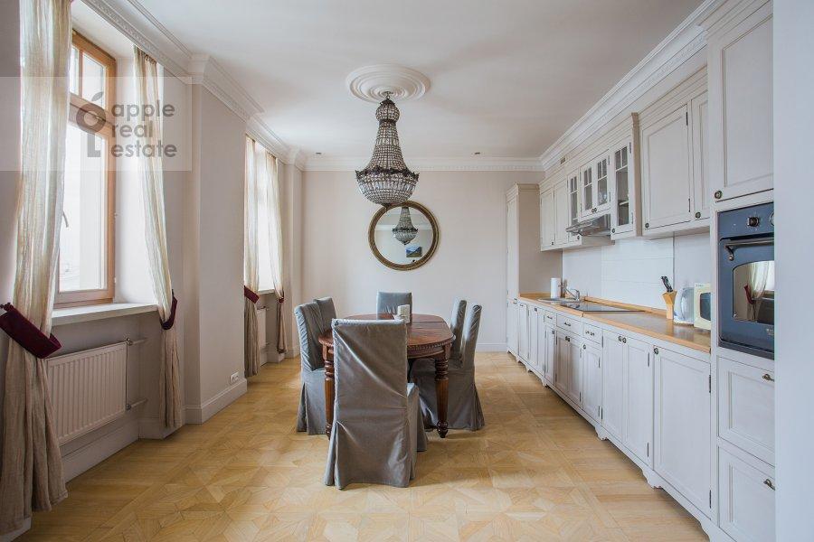 Кухня в 3-комнатной квартире по адресу Милютинский пер. 3