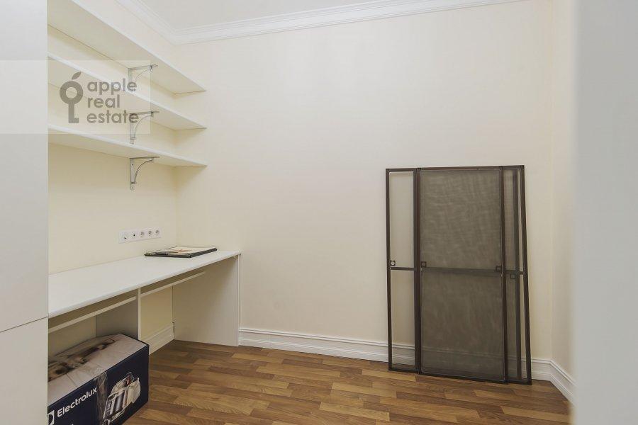 Walk-in closet / Laundry room / Storage room of the 4-room apartment at Ozerkovskaya nab. 26