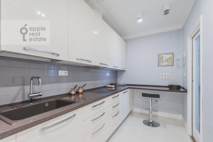 Kitchen of the 4-room apartment at Ozerkovskaya nab. 26