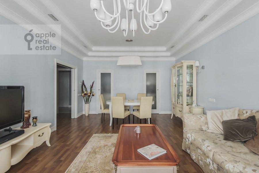 Living room of the 4-room apartment at Ozerkovskaya nab. 26