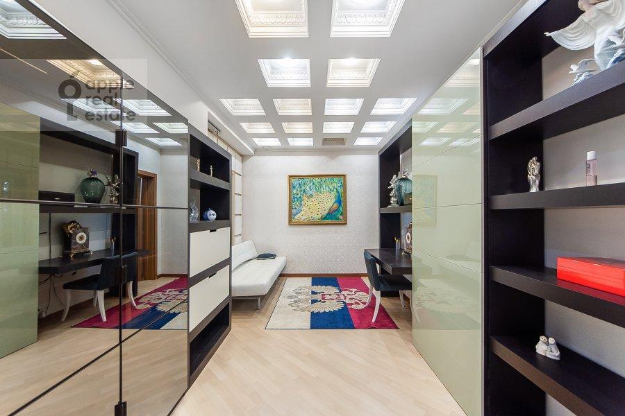 Children's room / Cabinet of the 4-room apartment at Davydkovskaya ulitsa 16