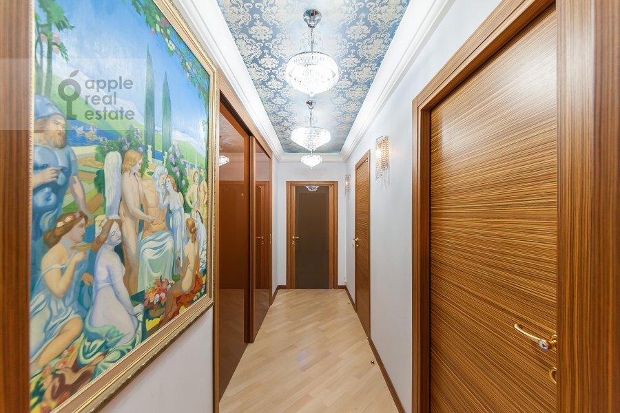 Corridor of the 4-room apartment at Davydkovskaya ulitsa 16
