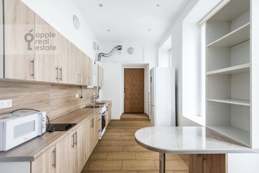 Кухня в 6-комнатной квартире по адресу Мясницкая улица 15