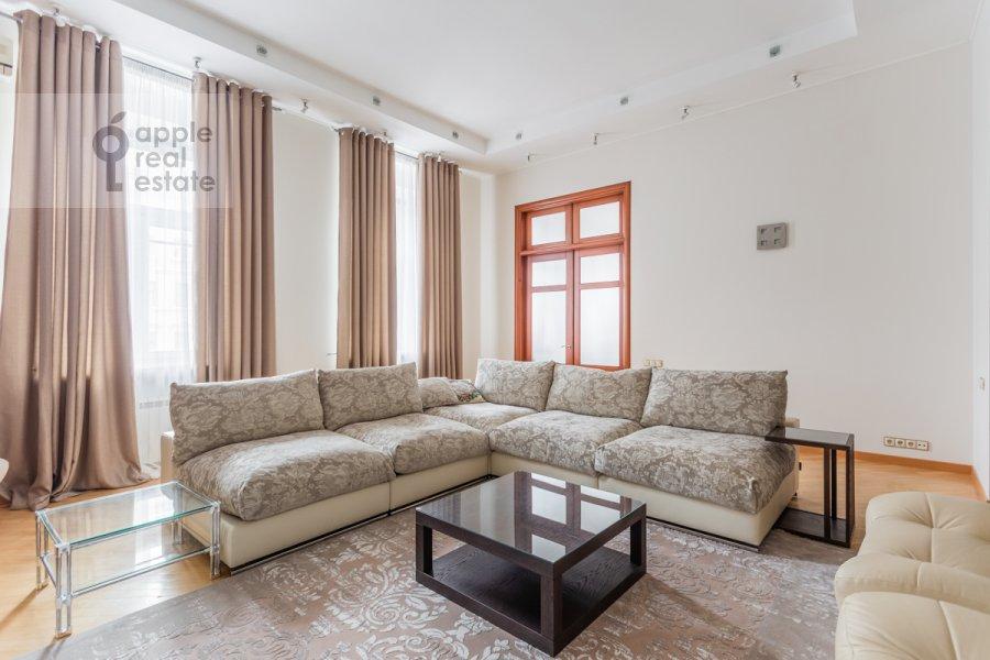 Гостиная в 5-комнатной квартире по адресу Тверская ул. 28с1