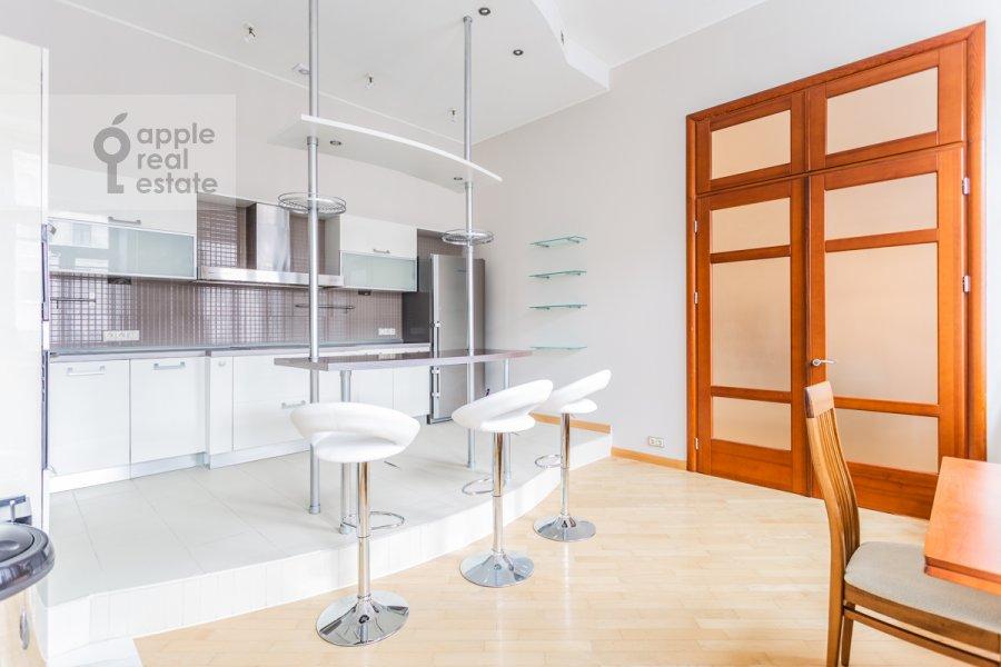 Кухня в 5-комнатной квартире по адресу Тверская ул. 28с1