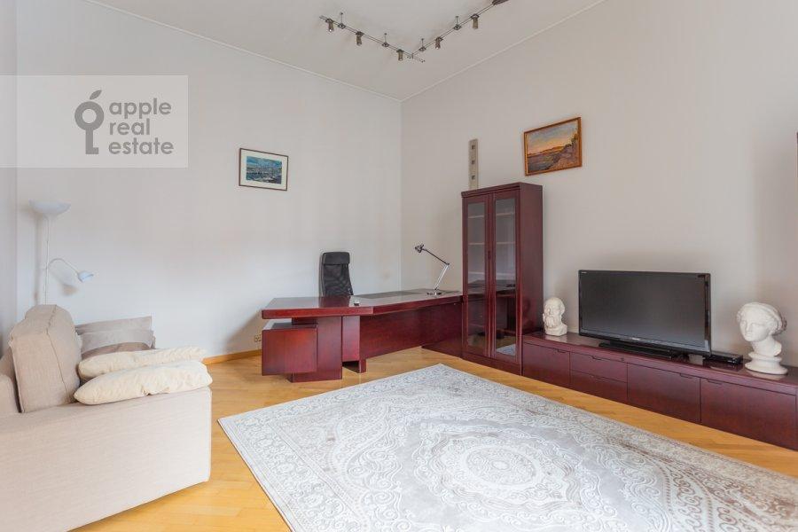 Детская комната / Кабинет в 5-комнатной квартире по адресу Тверская ул. 28с1