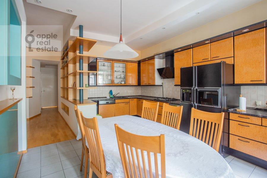 Кухня в 3-комнатной квартире по адресу Малый Левшинский переулок 7