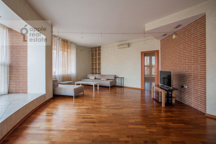 Гостиная в 4-комнатной квартире по адресу Красная Пресня ул. 7