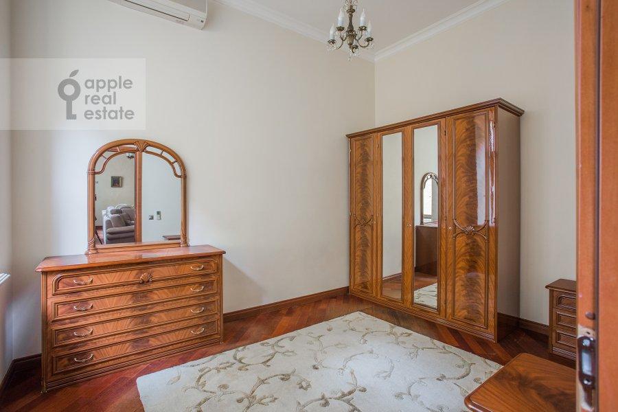 Children's room / Cabinet of the 4-room apartment at Krivokolennyy per. 14