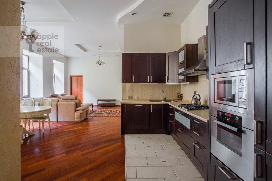 Kitchen of the 4-room apartment at Krivokolennyy per. 14