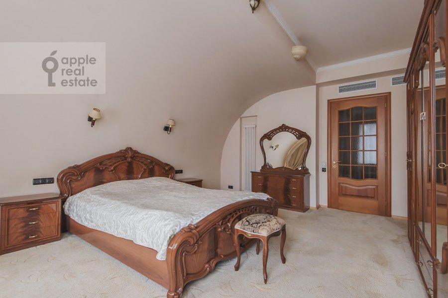 Спальня в 4-комнатной квартире по адресу Самотечный 3-й пер. 11с2