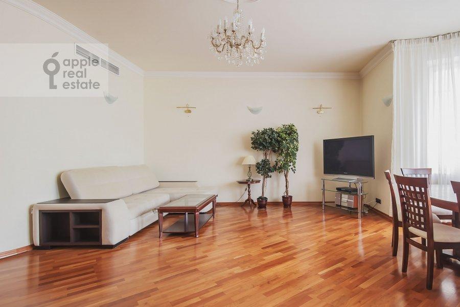 Гостиная в 4-комнатной квартире по адресу Самотечный 3-й пер. 11с2