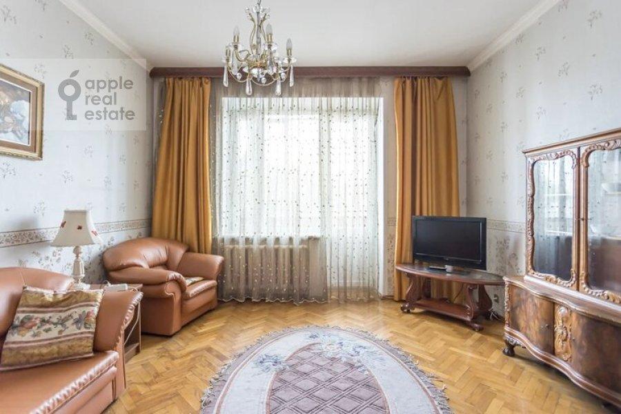 Living room of the 3-room apartment at Obolenskiy per. 7