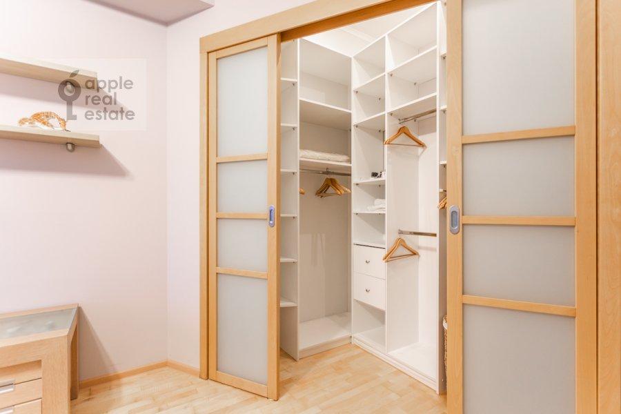 Гардеробная комната / Постирочная комната / Кладовая комната в 3-комнатной квартире по адресу Большая Бронная улица 7