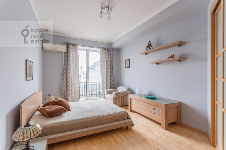 Спальня в 3-комнатной квартире по адресу Большая Бронная улица 7